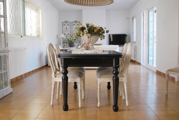Sala da pranzo in stile  di Vicente Galve Studio