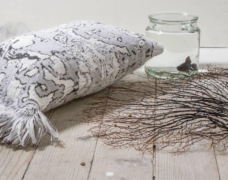 Fringe N°4 - Black & White:   door Roos Soetekouw Design, Eclectisch