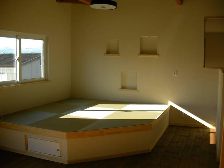 Living room: 有限会社 福田建設が手掛けた和室です。