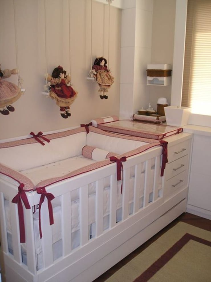 Quarto Bebê:   por Sgabello Interiores,Clássico