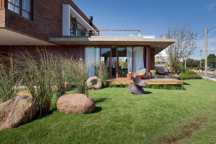 Casas de estilo  por Seferin Arquitetura