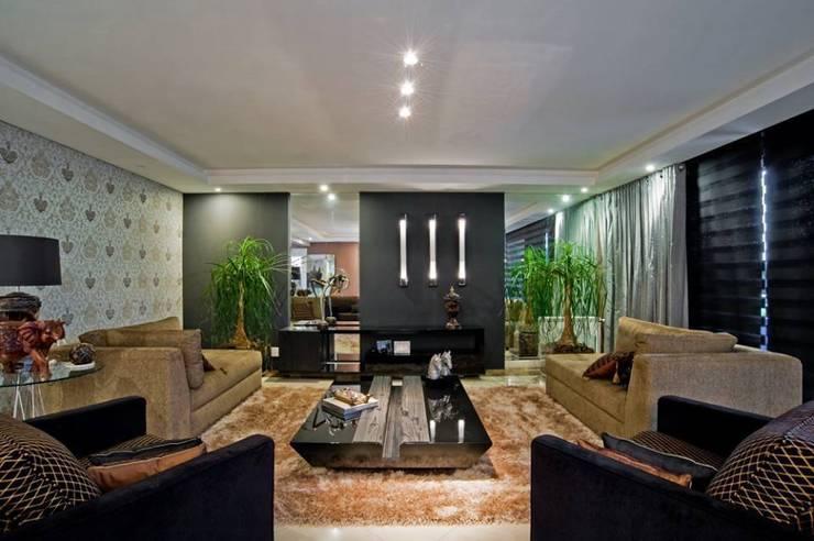 Sala Estar: Sala de estar  por Sgabello Interiores