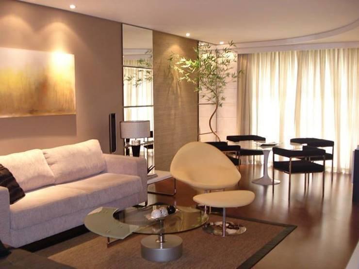 Sala Íntima: Casa  por Sgabello Interiores