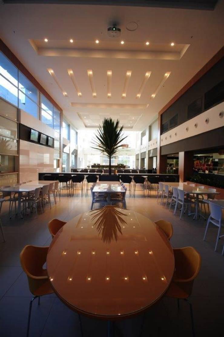 Sede RBS: Espaços gastronômicos  por BG arquitetura | Projetos Comerciais,