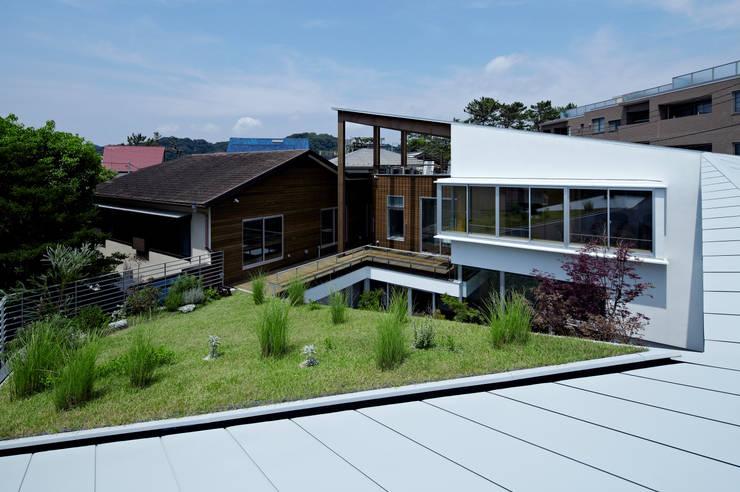 屋根の上からの眺め: 工藤宏仁建築設計事務所が手掛けた家です。