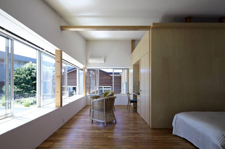寝室: 工藤宏仁建築設計事務所が手掛けた寝室です。
