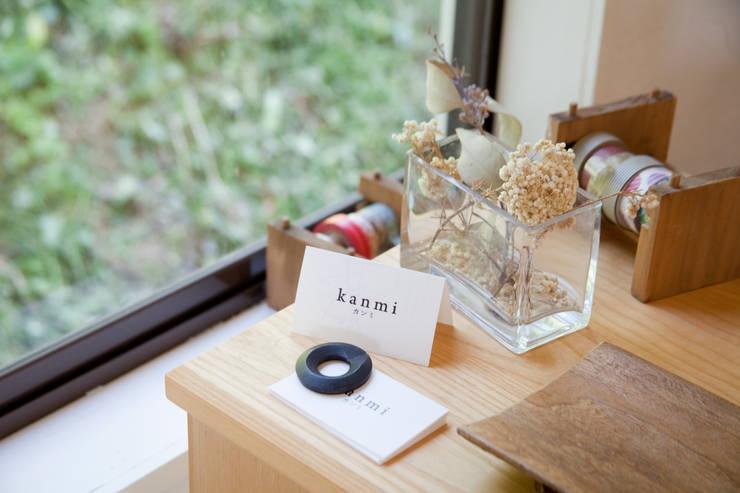 kanmi5: 井上貴詞建築設計事務所が手掛けたインテリアランドスケープです。