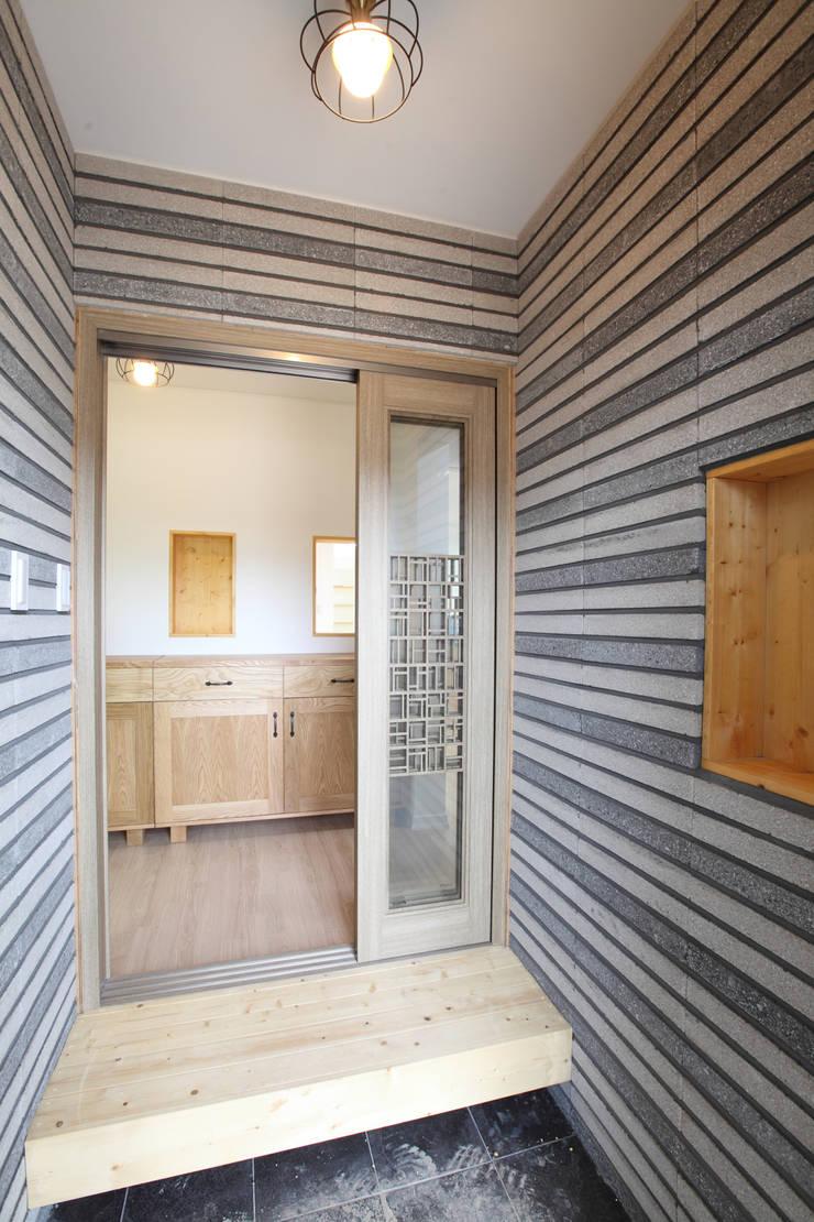 Corridor & hallway by 주택설계전문 디자인그룹 홈스타일토토, Modern