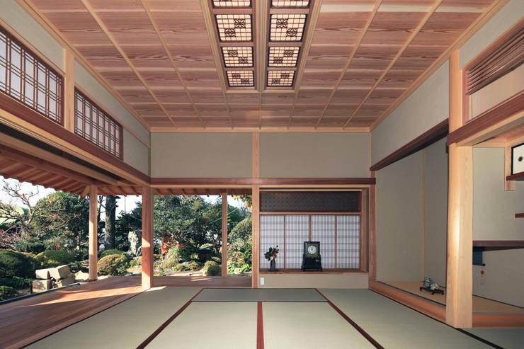 新谷の家: 匠都設計が手掛けた寝室です。