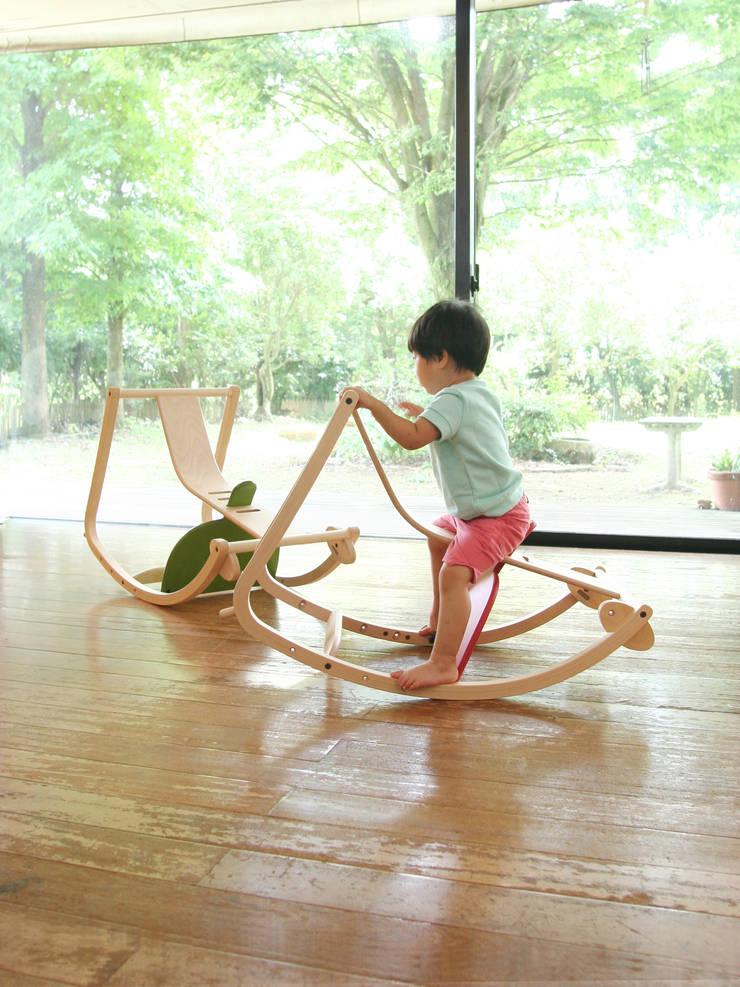 Bambini (STC-01): 佐々木デザインインターナショナル株式会社が手掛けたリビングルームです。
