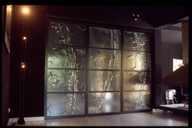 Cloison coulissante en verre: Fenêtres & Portes de style  par vitrail architecture