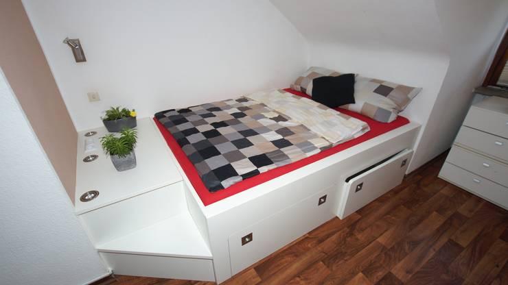 Dormitorios de estilo ecléctico de BL Möbelwerk