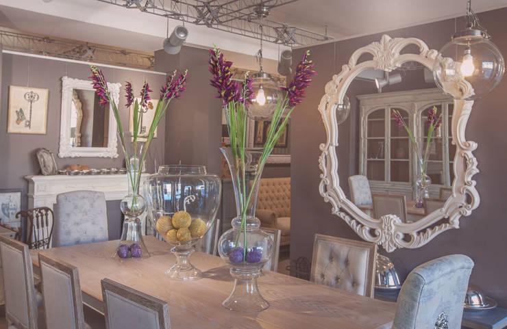 Салон мебели Сквирел Dialma Brown: Столовые комнаты в . Автор – anydesign, Классический