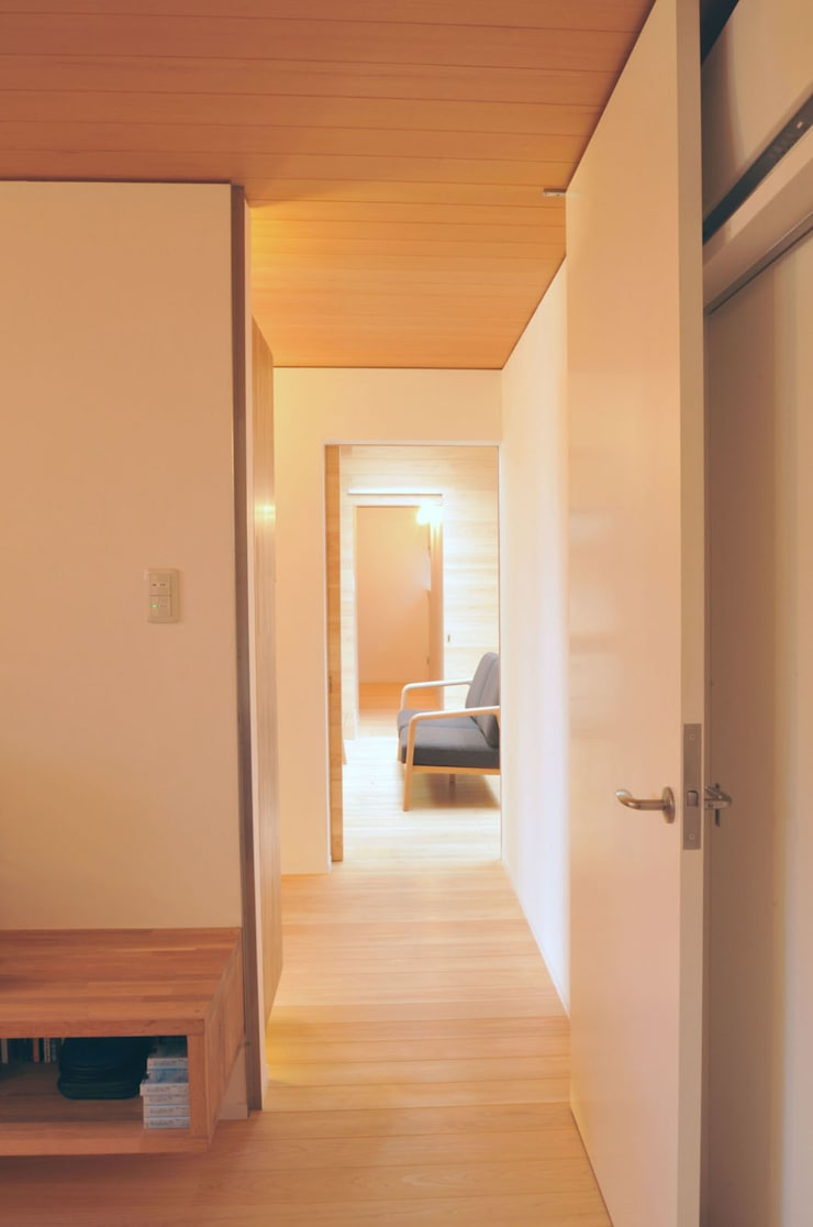 光と風が通る家: 田村淳建築設計事務所が手掛けた寝室です。