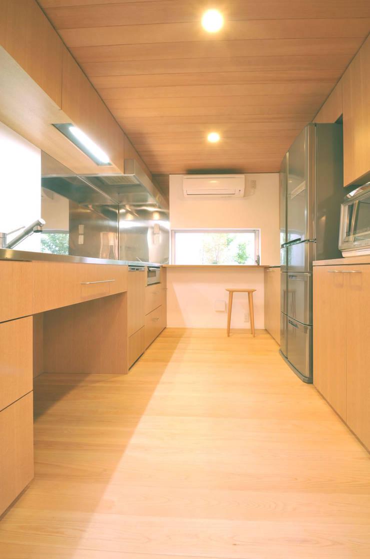 光と風が通る家: 田村淳建築設計事務所が手掛けたキッチンです。