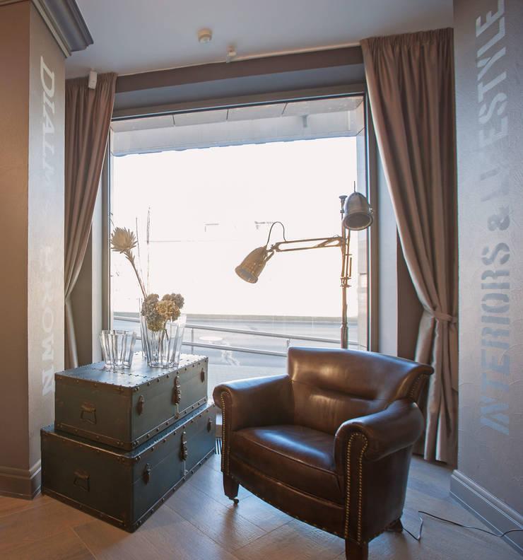 Салон мебели Сквирел Dialma Brown: Коридор и прихожая в . Автор – anydesign, Классический