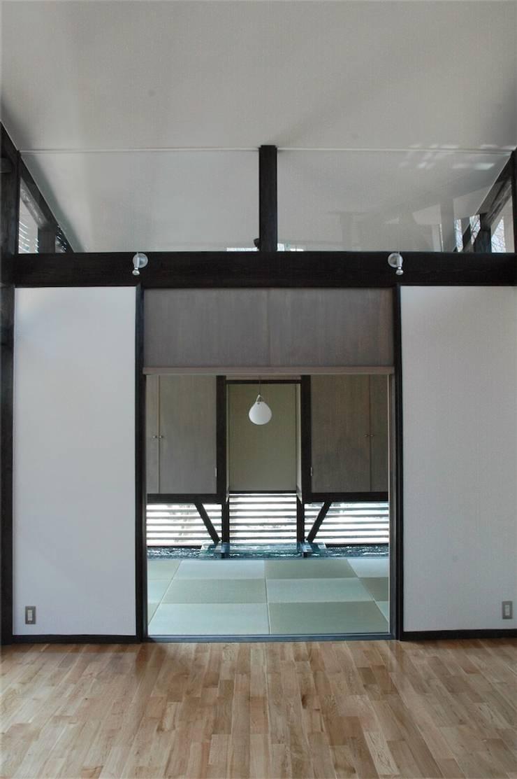 和室: ばん設計小材事務所が手掛けた寝室です。