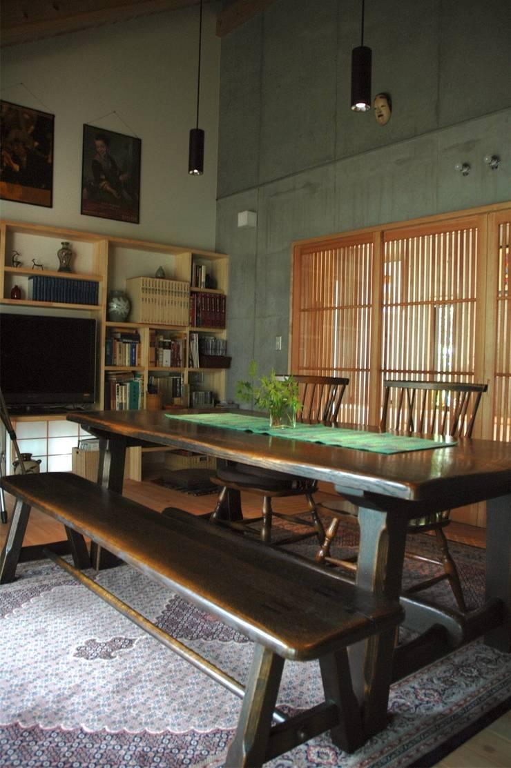 広間1: ばん設計小材事務所が手掛けたリビングです。,オリジナル