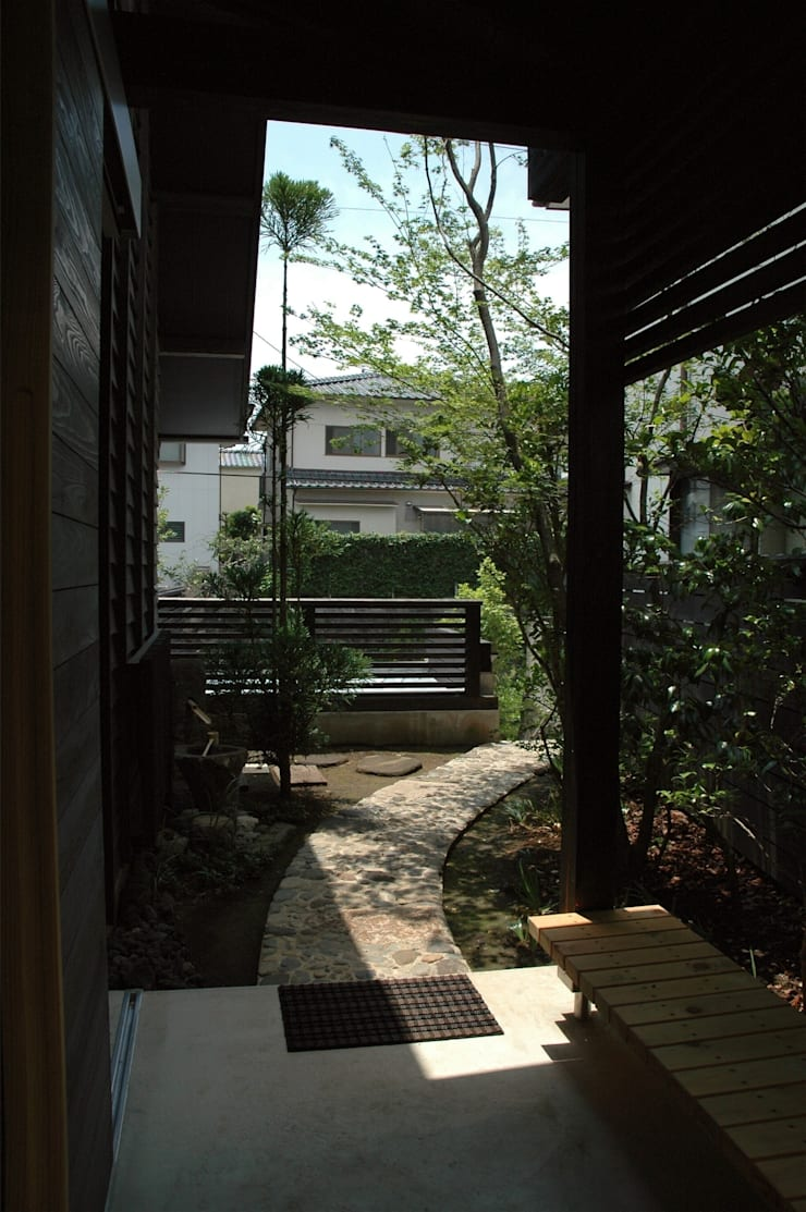玄関回り: ばん設計小材事務所が手掛けた庭です。,オリジナル