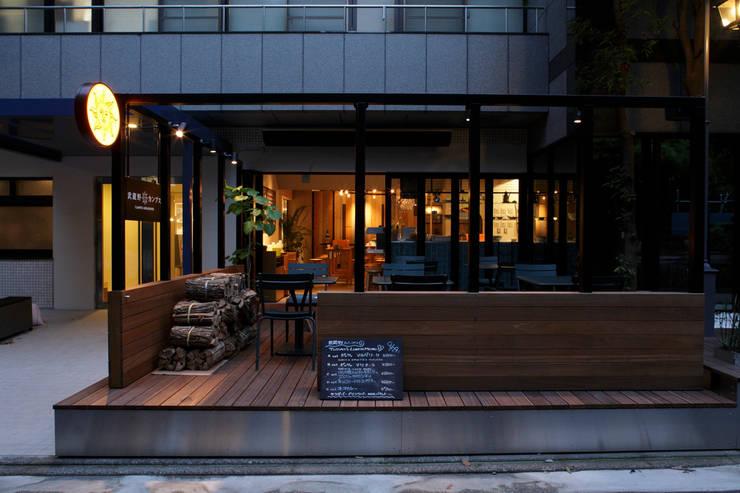 Musashino campus / 武蔵野カンプス: 株式会社POINTが手掛けたレストランです。,モダン