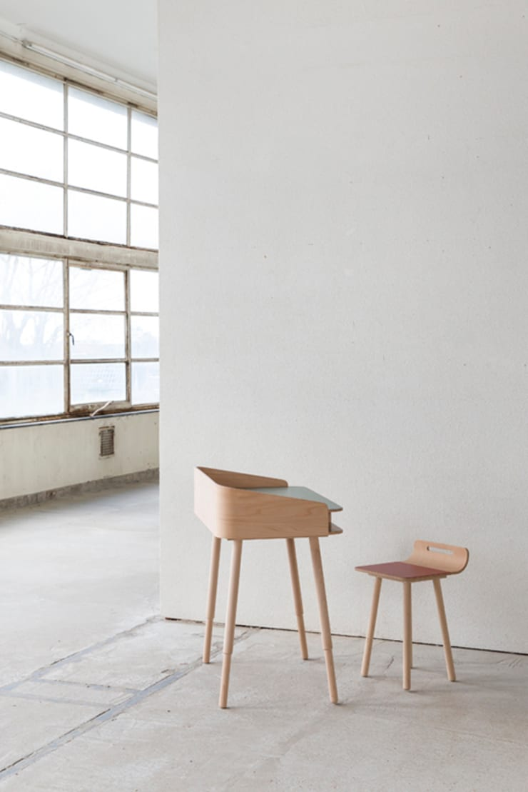 tonton desk hopper & chair red: modern  door eva craenhals, Modern
