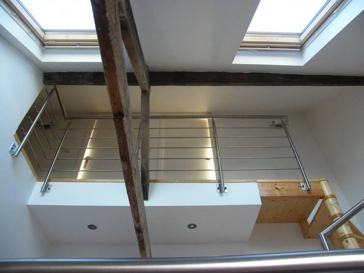 Vue intérieure du 2e étage:  de style  par AB+ARCHI