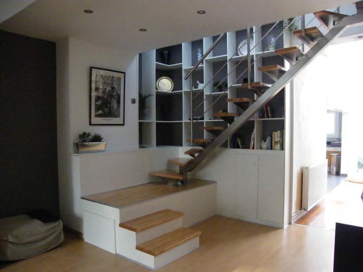 Escalier en séjour:  de style  par AB+ARCHI