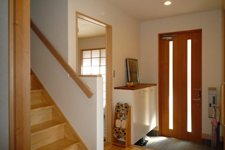 玄関: 石井設計事務所/Ishii Design Office が手掛けた廊下 & 玄関です。