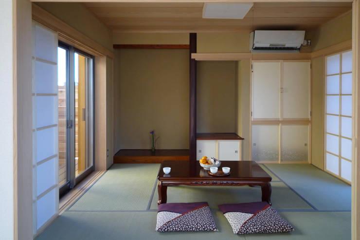 和室: 石井設計事務所/Ishii Design Office が手掛けた寝室です。