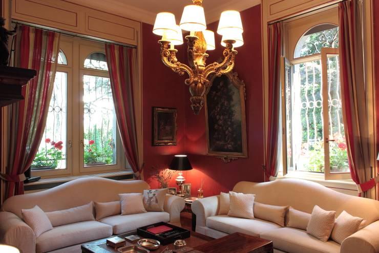 soggiorno: Soggiorno in stile  di Gaia Brunello | Photo&HomeStaging