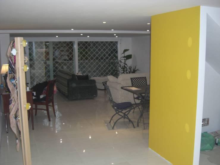 Salas / recibidores de estilo  por GIASIL, Moderno