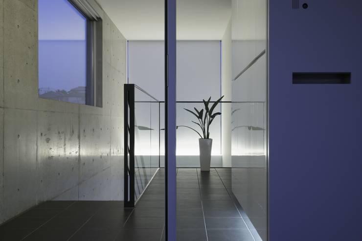 エントランス(2): オザワデザイン一級建築士事務所が手掛けたです。,