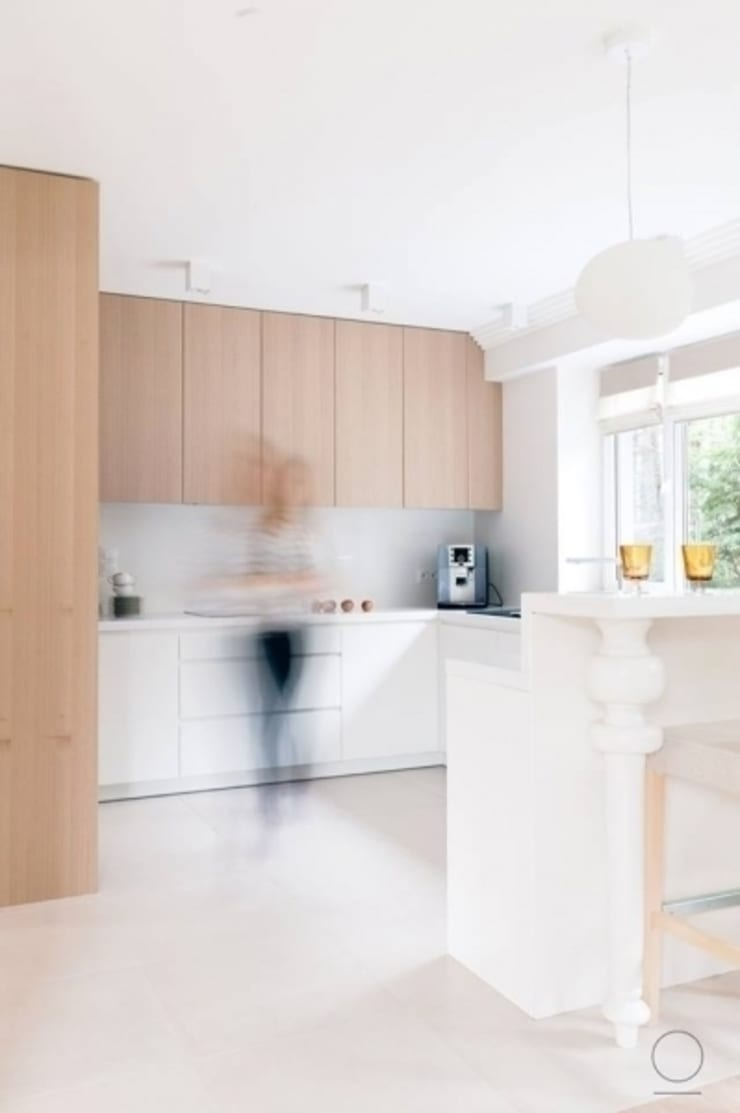Dom na Mazurach : styl , w kategorii Kuchnia zaprojektowany przez OIKOI
