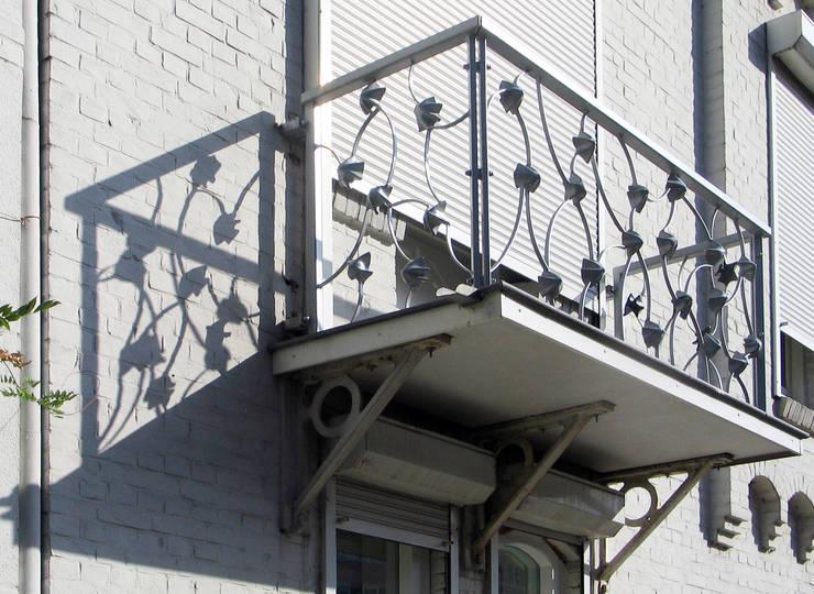 tekeningen in staal 1:  Balkon, veranda & terras door rob van avesaath