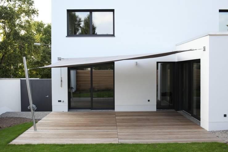 Das Haus, das aus der Reihe tanzt:  Häuser von Ivo Nikolov Architekt