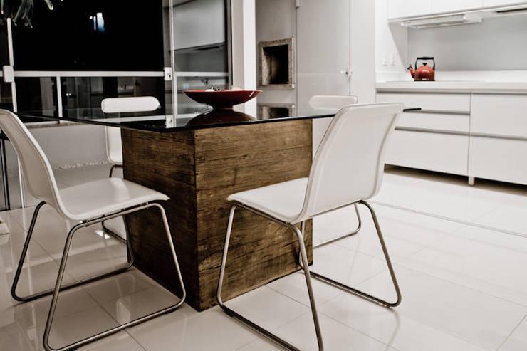 APP   Jantar: Salas de jantar  por Kali Arquitetura