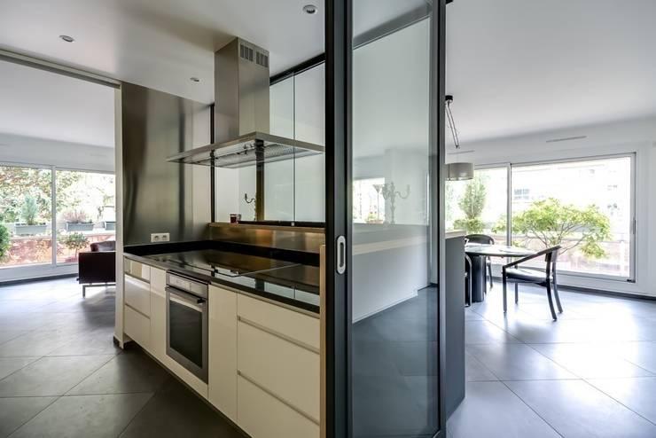 La cuisine au coeur: Cuisine de style de style Moderne par Atelier d'Ersu & Blanco