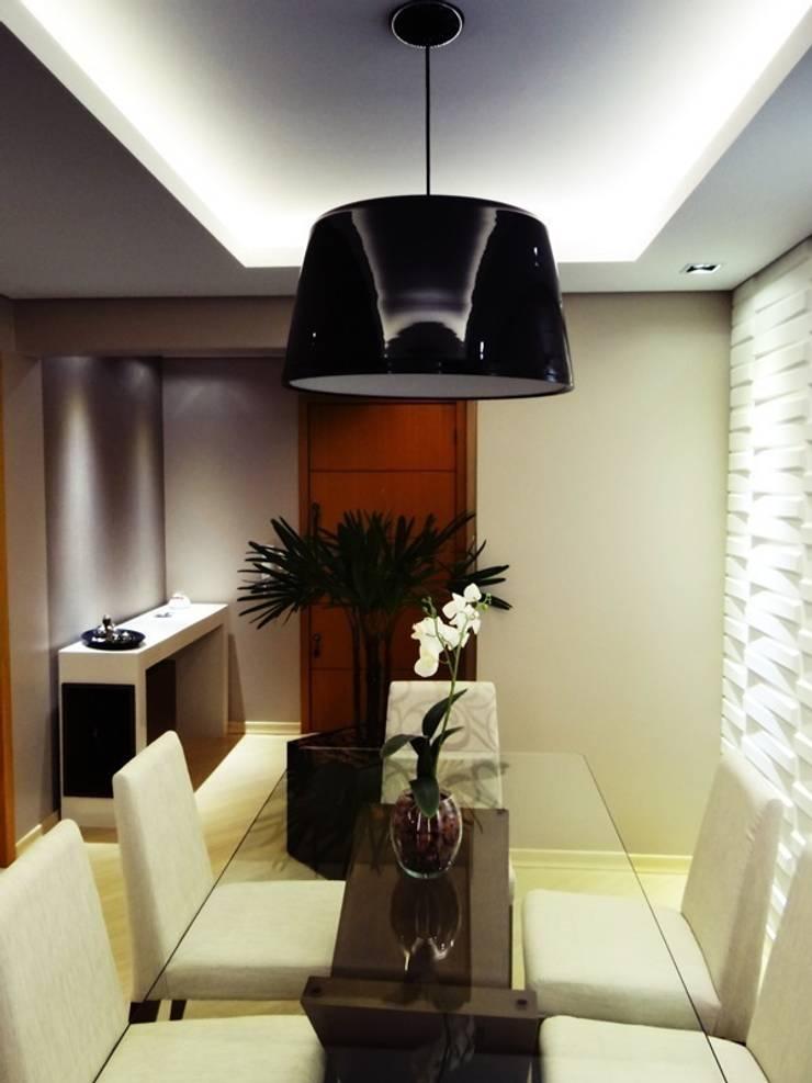 apartamento N+R: Salas de jantar  por SPOT161 arquitetura + design,