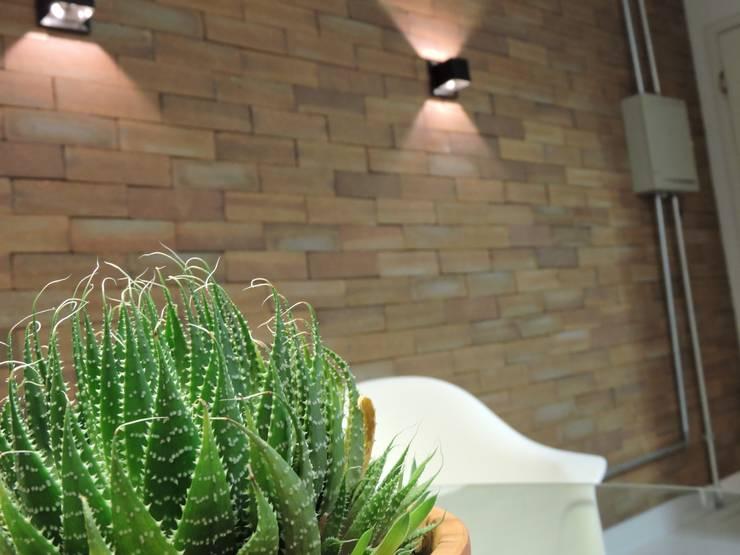 apartamento WB: Salas de jantar  por SPOT161 arquitetura + design,Industrial