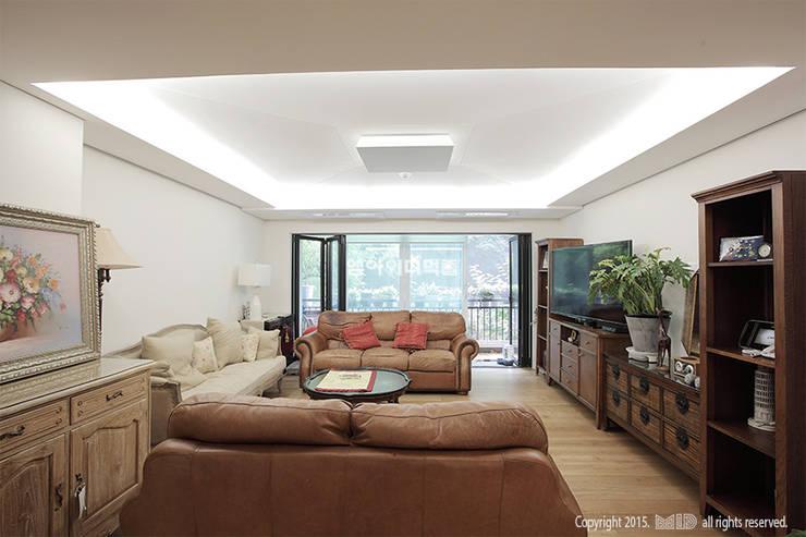 이태원 청화아파트 58평형: MID 먹줄의  거실