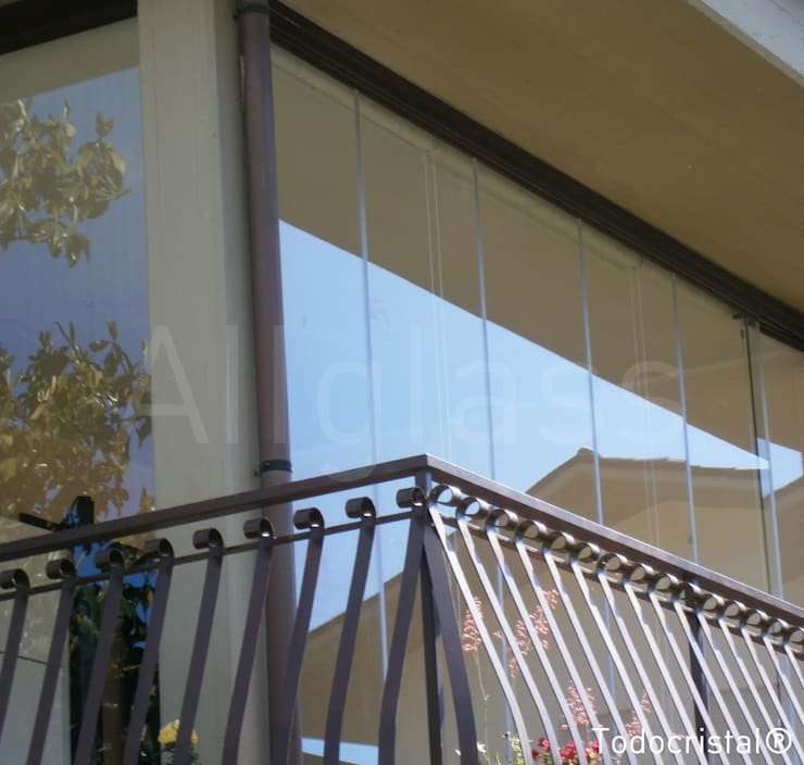 TERRAZAS: Casas de estilo  de ALLGLASS CONFORT SYSTEM