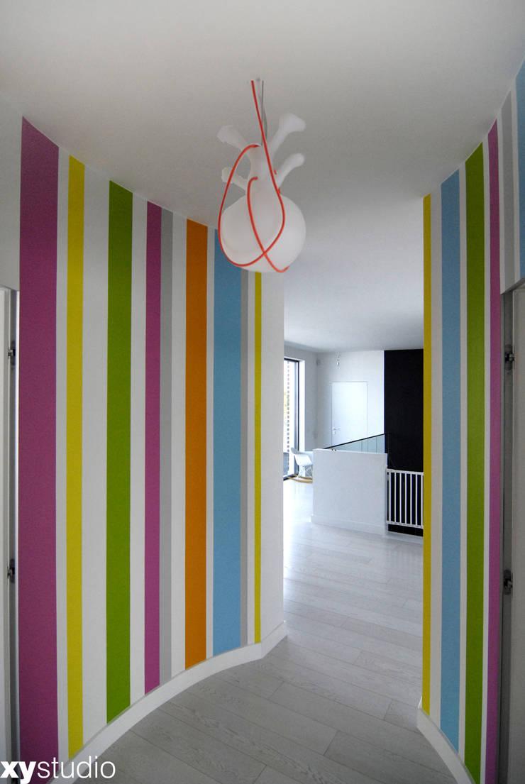Dom Jednorodzinny w Gdańsku: styl , w kategorii Korytarz, przedpokój zaprojektowany przez xystudio