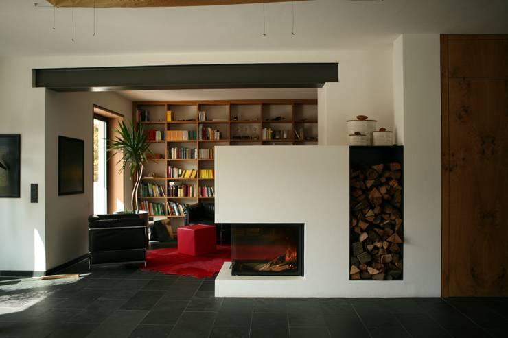 Столовые комнаты в . Автор – Architekturbüro Kirchmair + Meierhofer