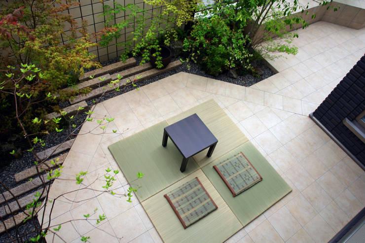 座してながめる団らんの庭 2011~: にわいろSTYLEが手掛けた庭です。