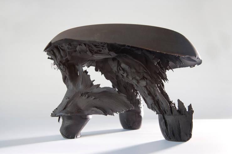 Original Gravity Stool – Black:  Kunst  door Jólan van der Wiel