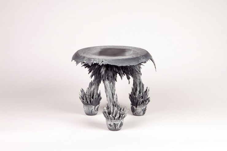Gravity Stool – Grey:  Kunst  door Jólan van der Wiel