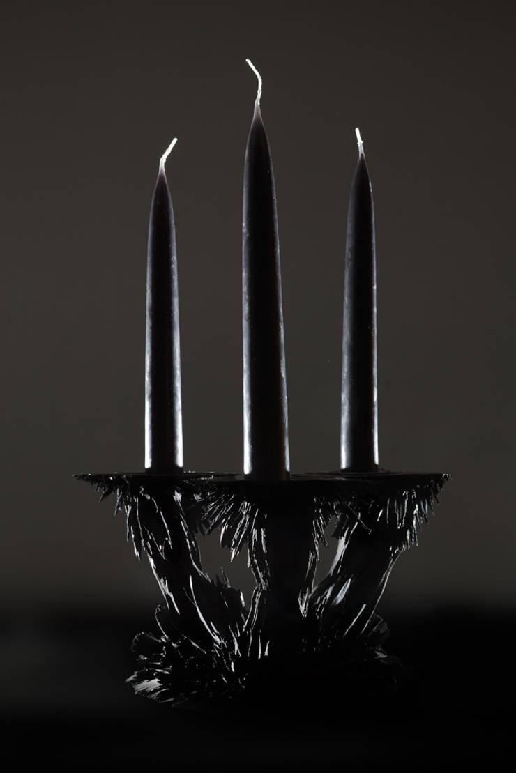 Gravity Candle Holder:  Kunst  door Jólan van der Wiel