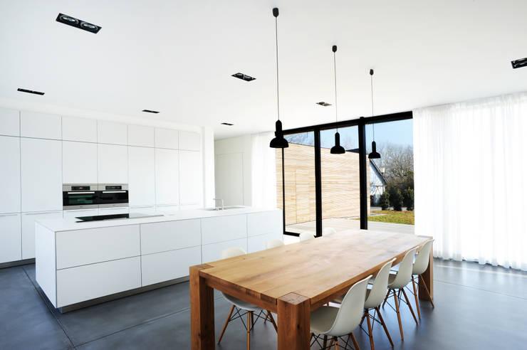 Niedrigenergiehaus in Filsdorf - Haus Kieffer: klassische Küche von STEINMETZDEMEYER architectes urbanistes