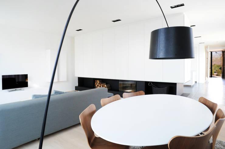 Salas de estar  por STEINMETZDEMEYER architectes urbanistes