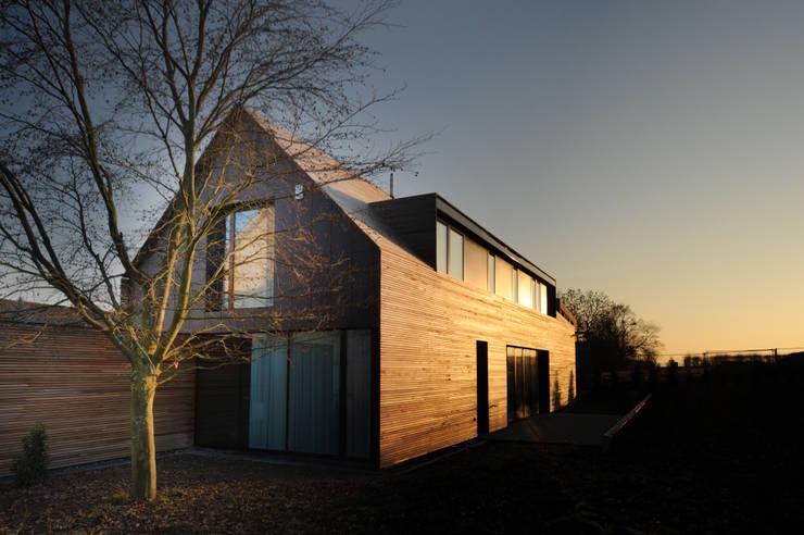 Projekty,  Domy zaprojektowane przez STEINMETZDEMEYER architectes urbanistes